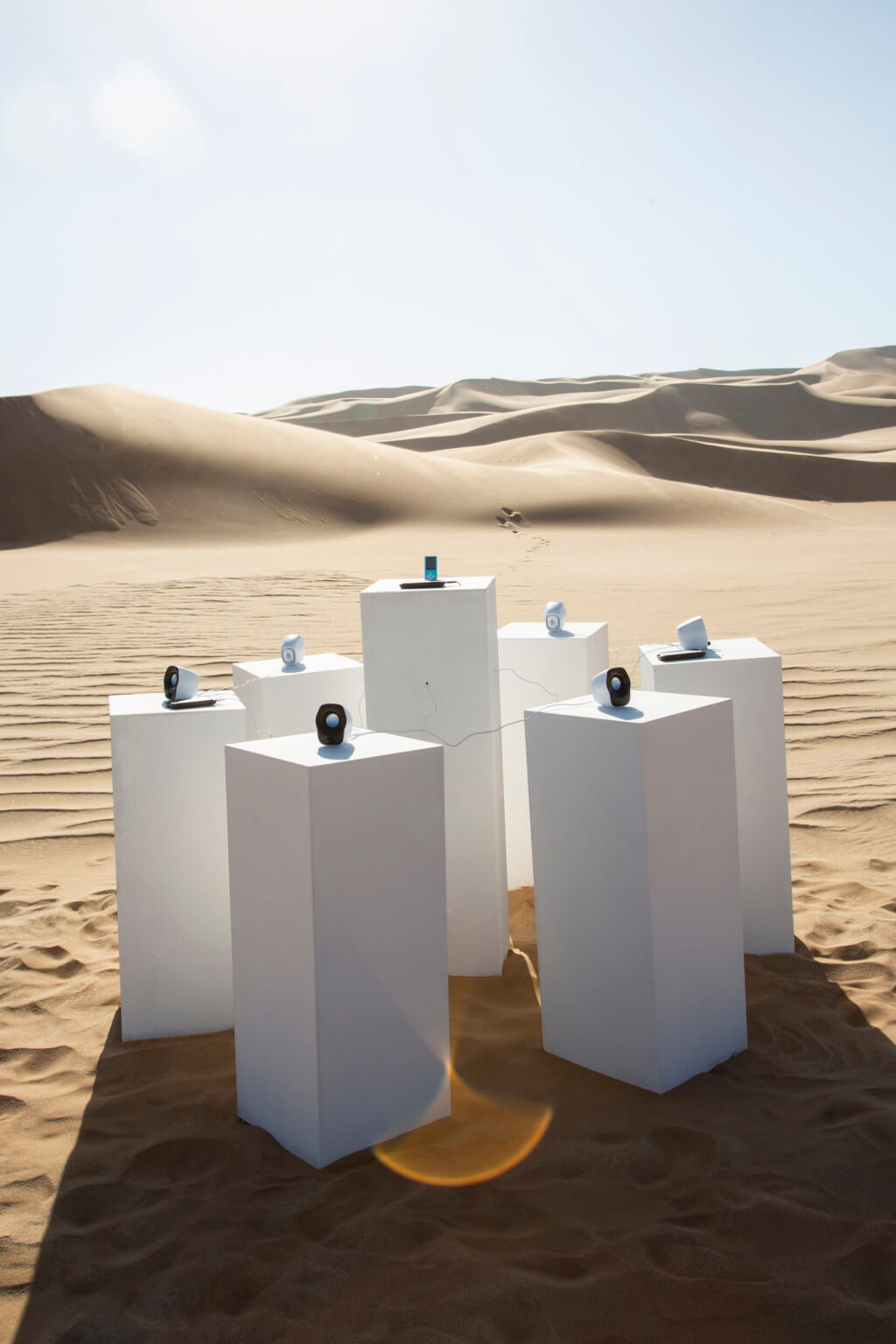 Instalación de Max Siedentopf que busca reproducir África de Toto infinitamente