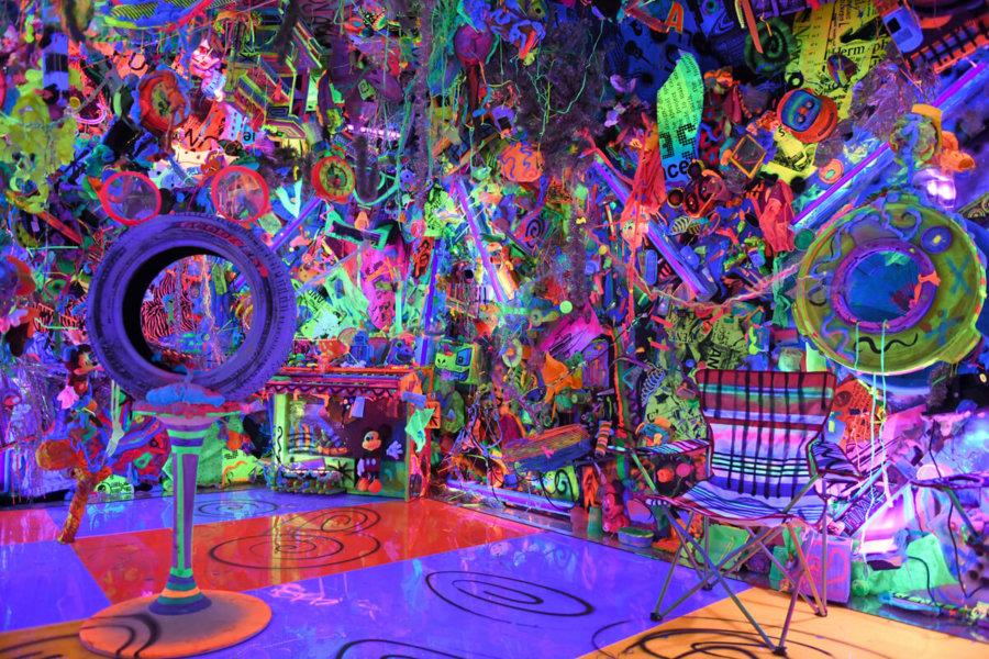Obra de Kenny Scharf en la expo de Mickey Mouse en Nueva York