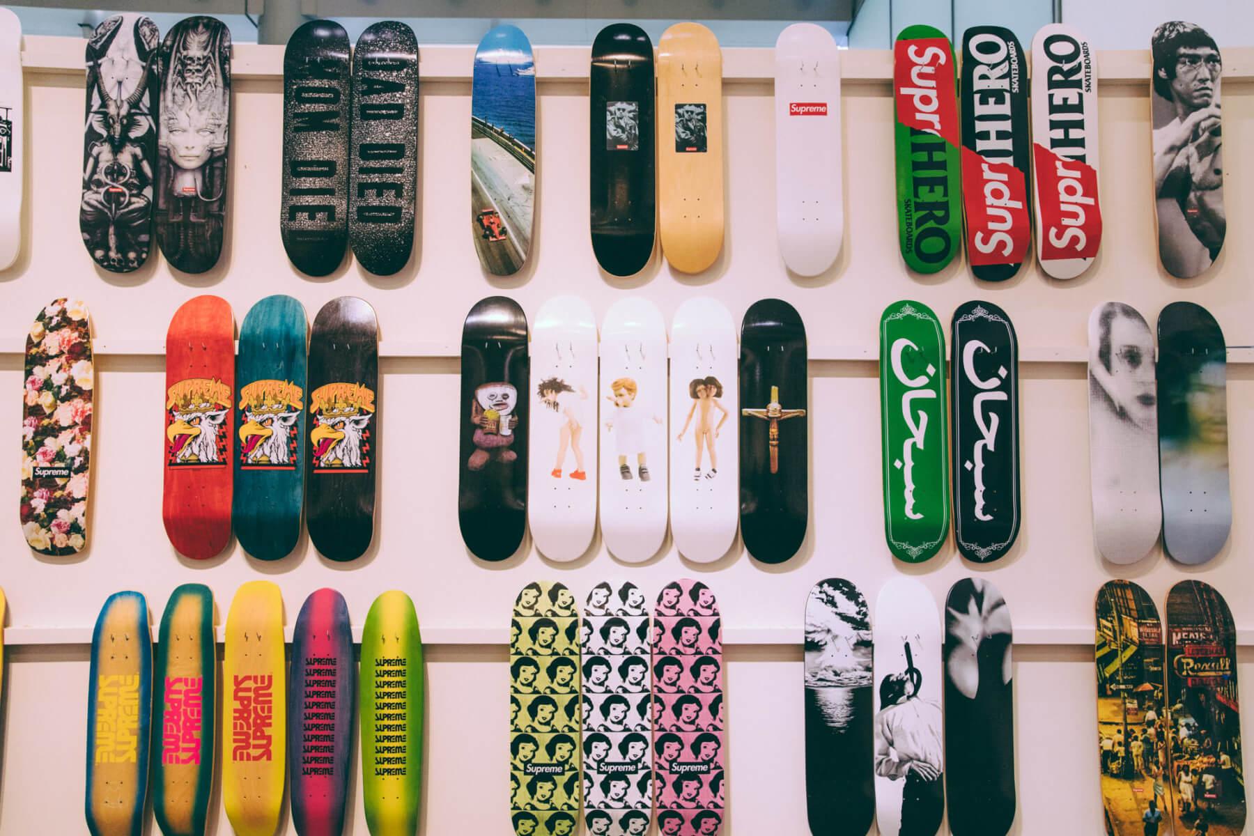 """Supreme presenta la muestra """"20 años de Supreme"""" en donde reúne lo mejor en el diseño de sus tablas skate"""