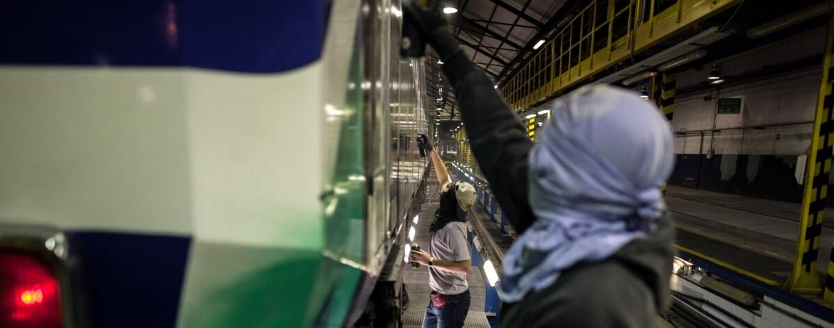 """El libro """"Subterráneos"""" y el graffiti en metros de España"""