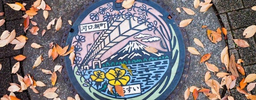 Festival de tapas de alcantarillas en Japón