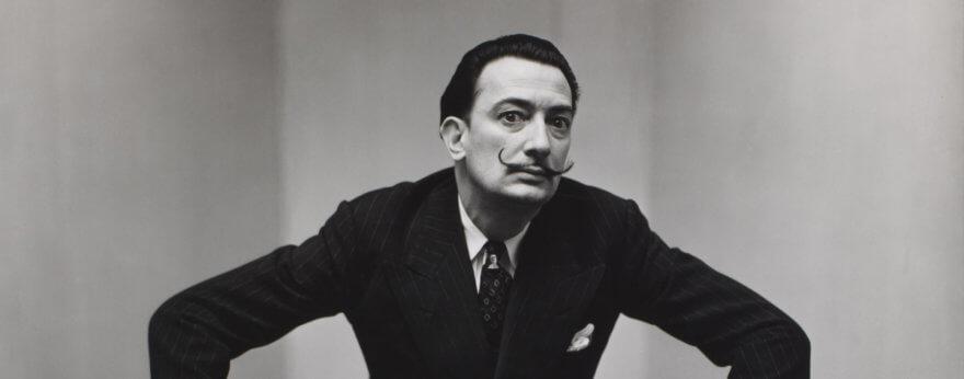 Salvador Dalí en holograma recibe a visitantes en museo