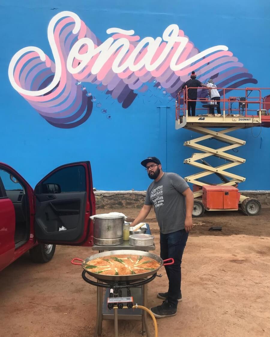 Item 04 - Cocinando frente al mural