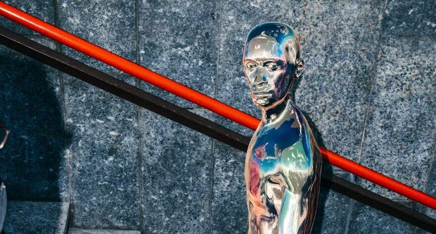 Turistas humanoides en campaña de Louis Vuitton