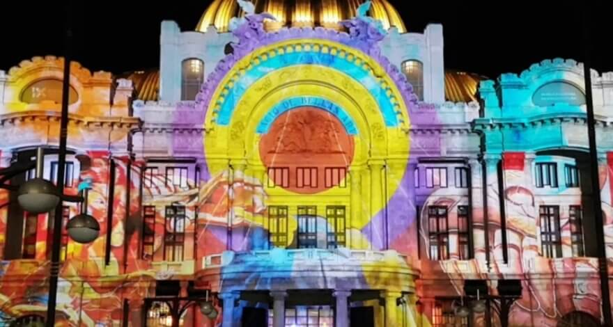 Visuales y hologramas en las calles de la CDMX