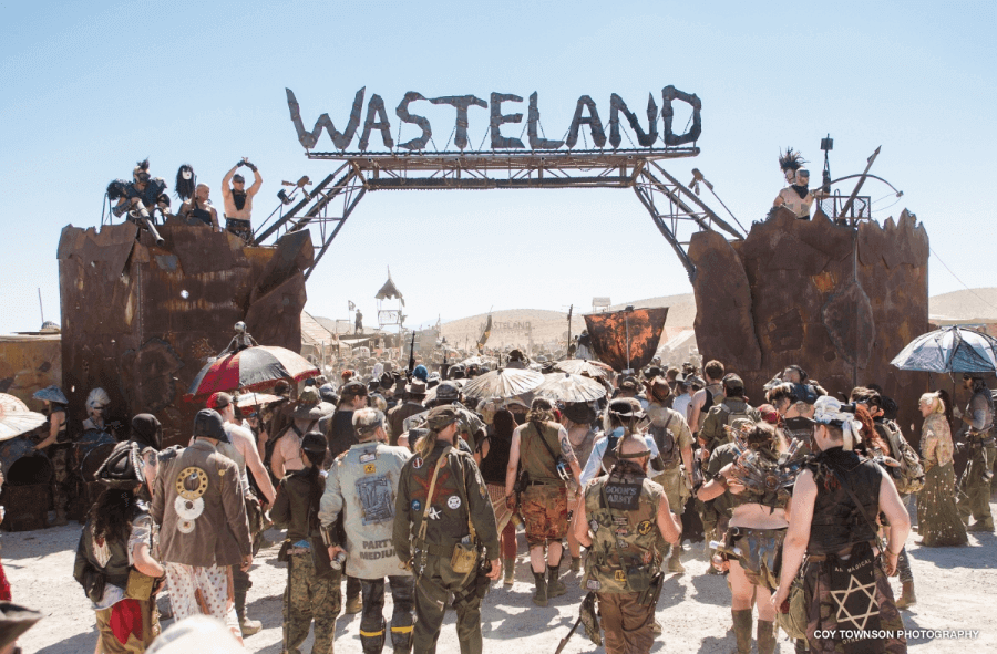 Público entrando a Wasteland Weekend