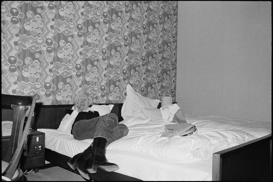 Andy en el Hotel Bristol, Bonn, 1976 Impresión de gelatina de plata vintage de 8 x 10 pulgadas (20.3 cm x 25.4) © Bob Colacello;