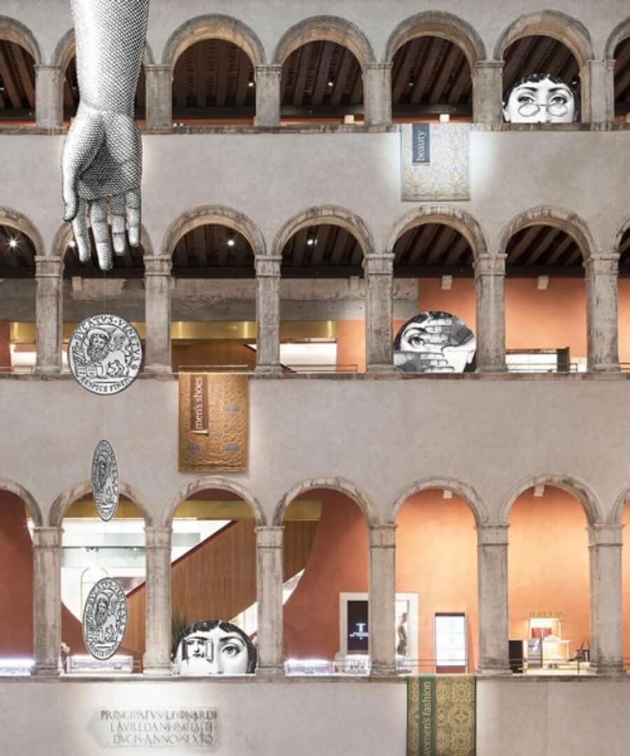 Fornasetti se apodera de estos almacenes en la Bienal de Arte en Venecia