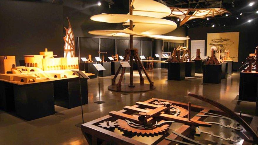 exposición de Leonardo Da Vinci en Atenas