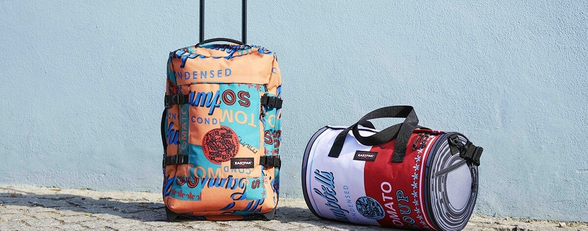 Eastpak convierte obras de Andy Warhol en backpacks