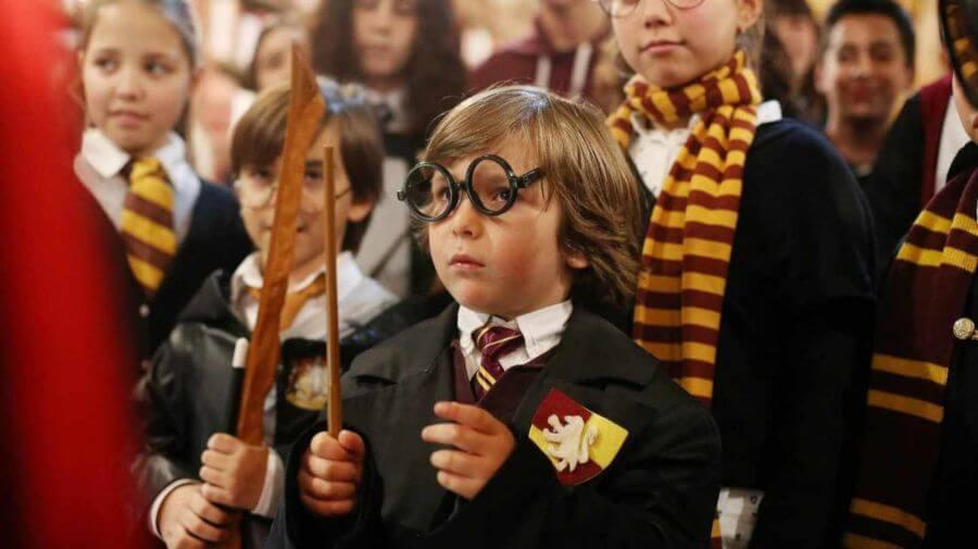 Niño vestido de Harry Potter