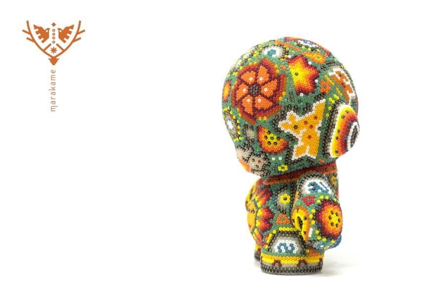 aspecto de los juguetes de arte huichol de kidrobot