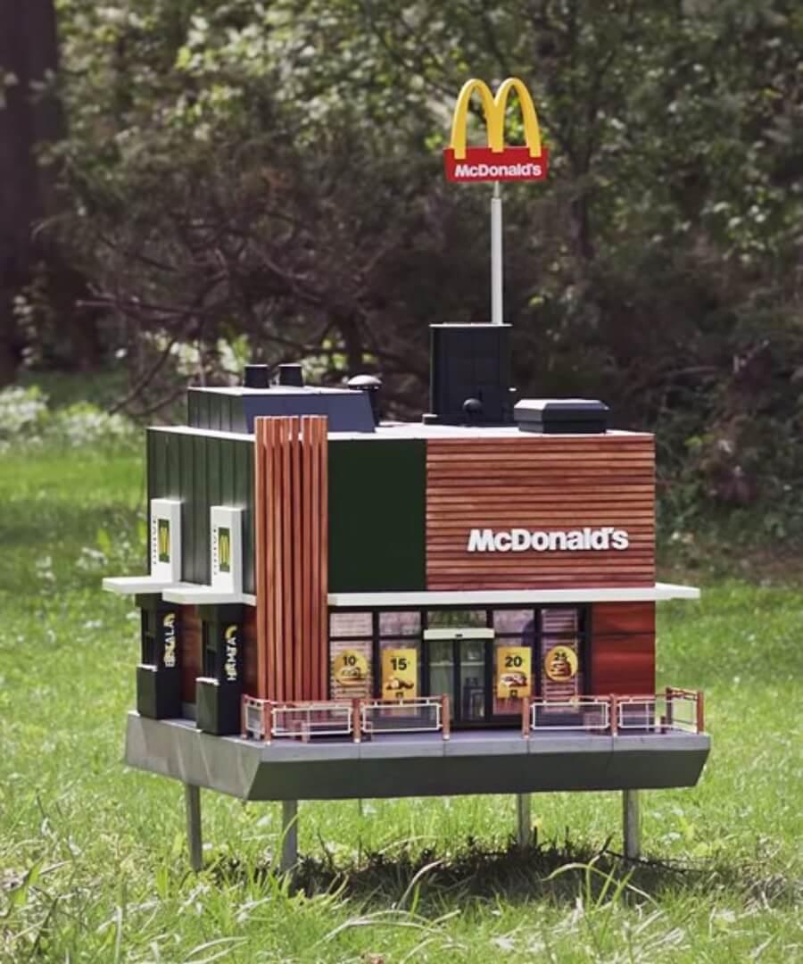 McDonald's abre mini sucursal, la más pequeña del mundo