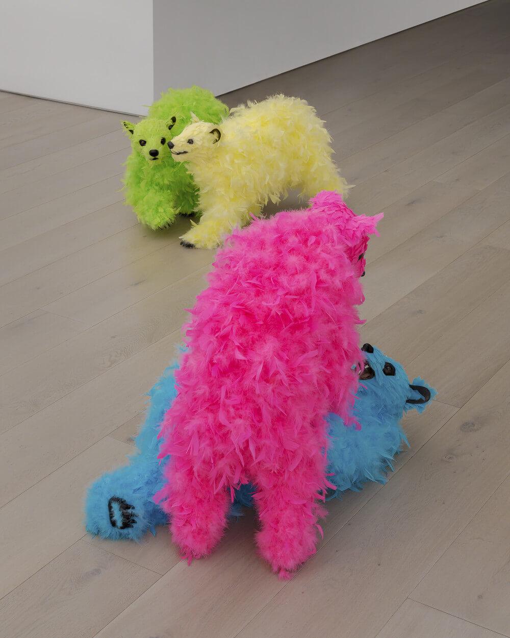 osos de peluche y plumas de Paola Pivi