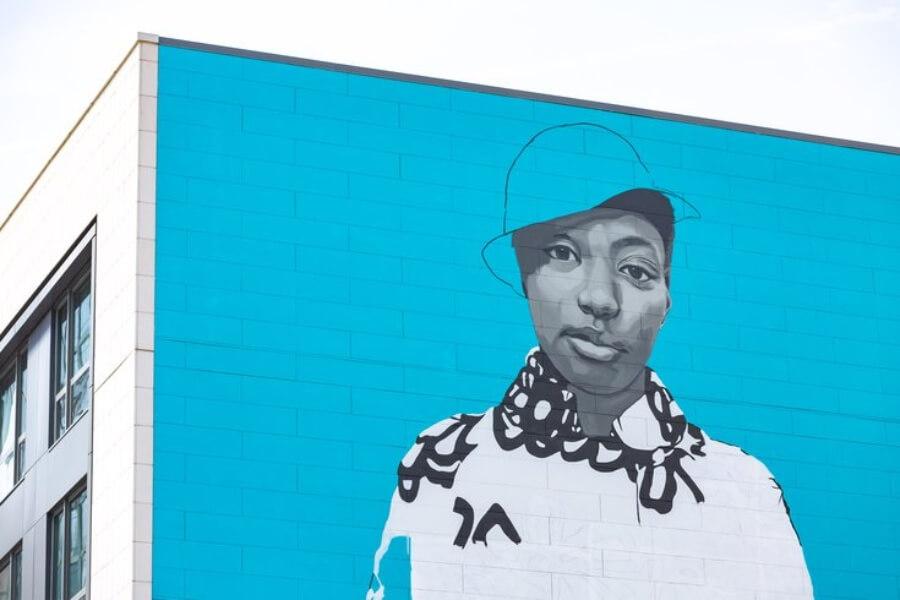 Amy Sherald y su nuevo mural en Philadelphia