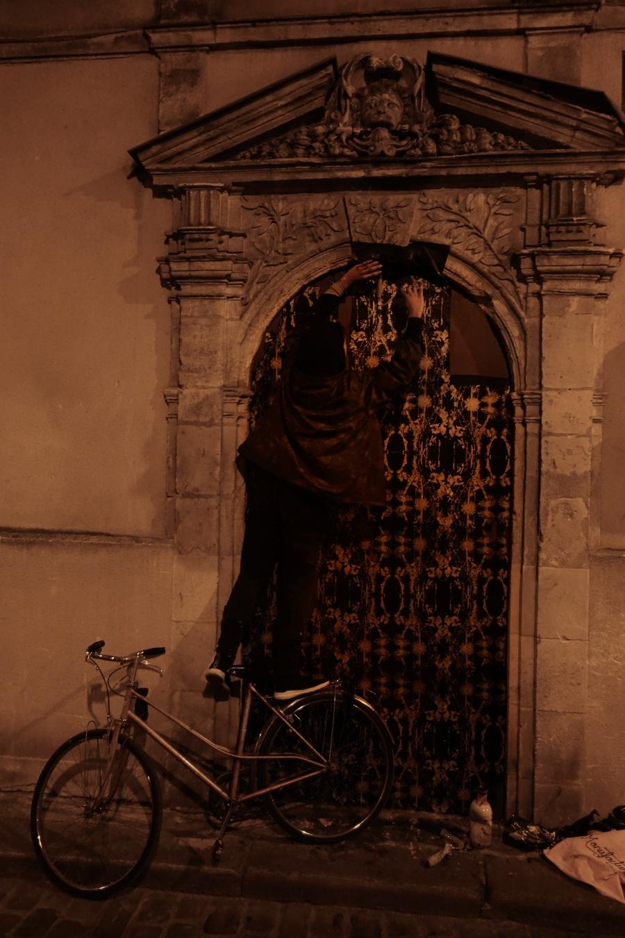 iglesia antigua intervenida por Gonzalo Borondo