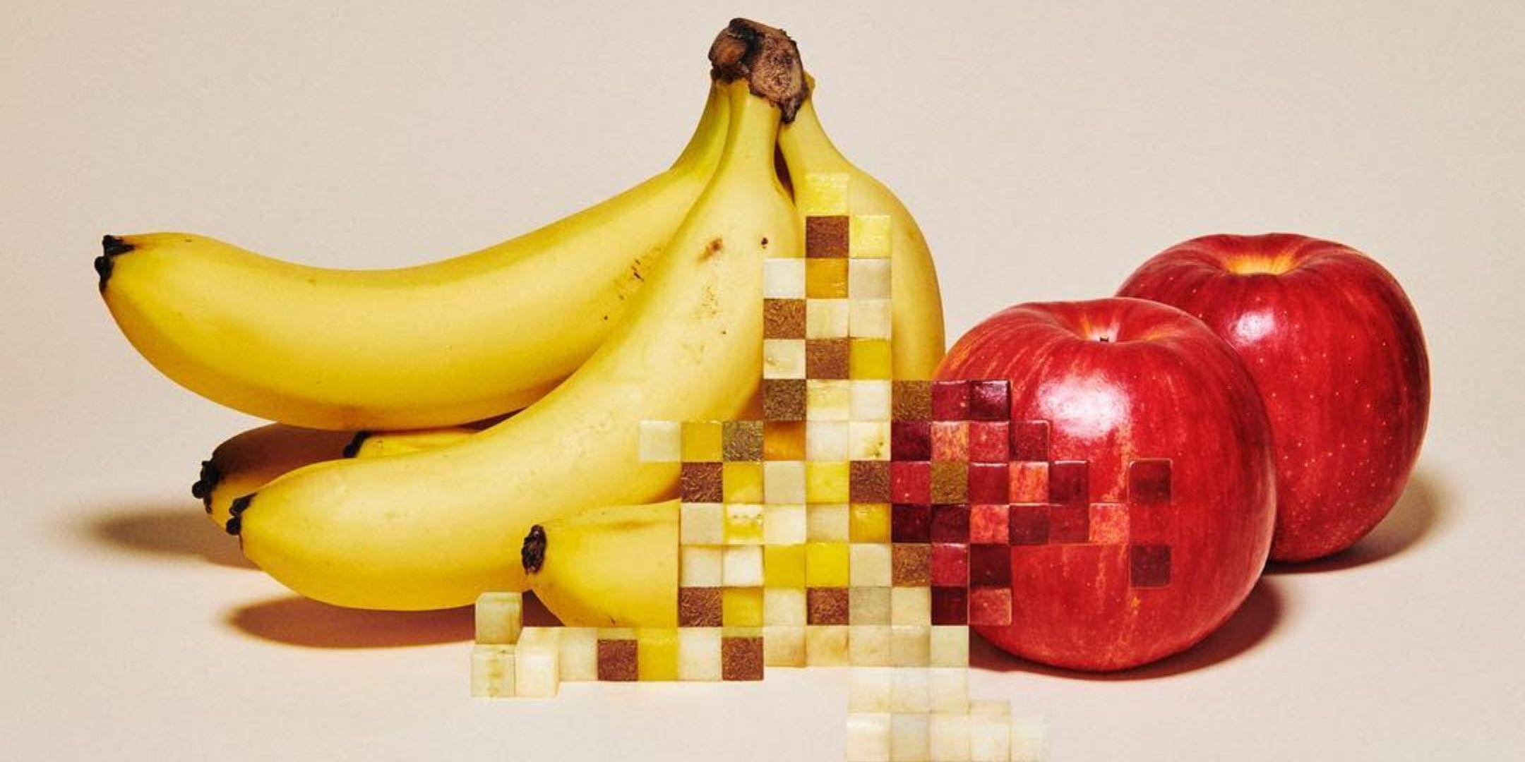 obras surrealistas de pixeles con bananas y manzanas