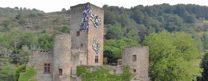 Crystal Wagner interviene un castillo medieval