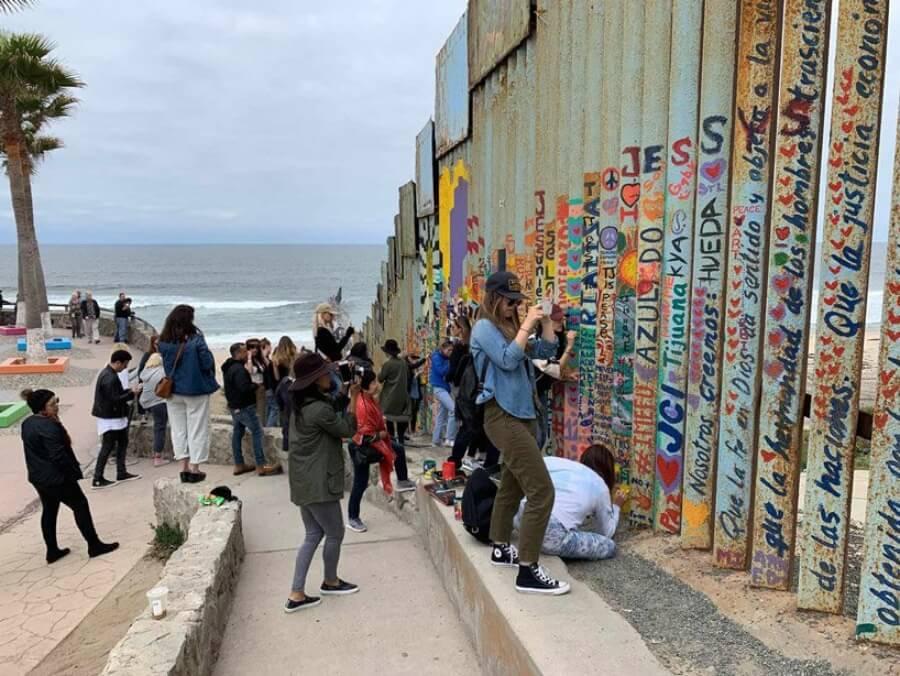 Mural en la frontera de México