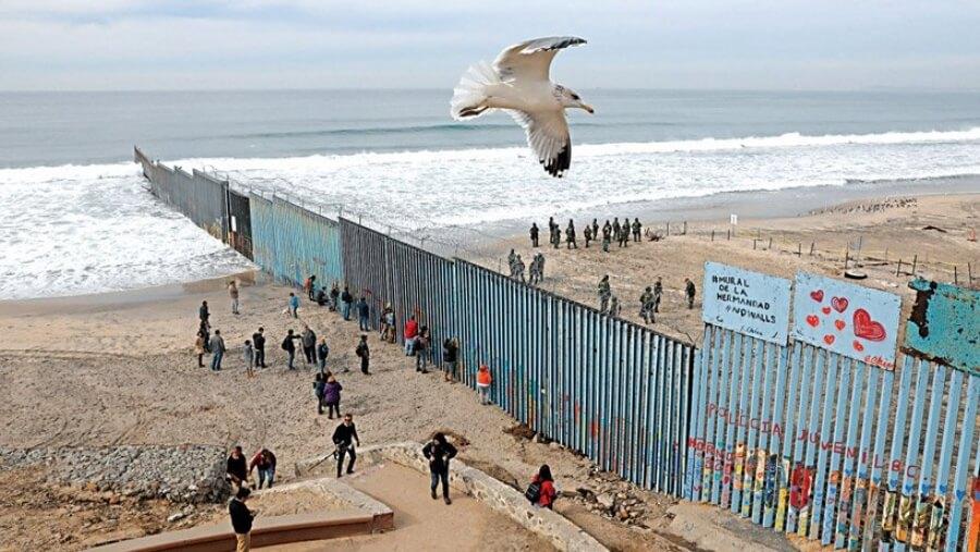 Enrique Chiu y 3,800 voluntarios crean mural gigante