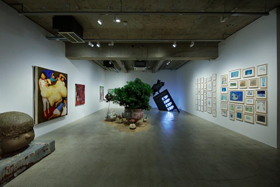 vista de la exposición curada por Takashi Murakami