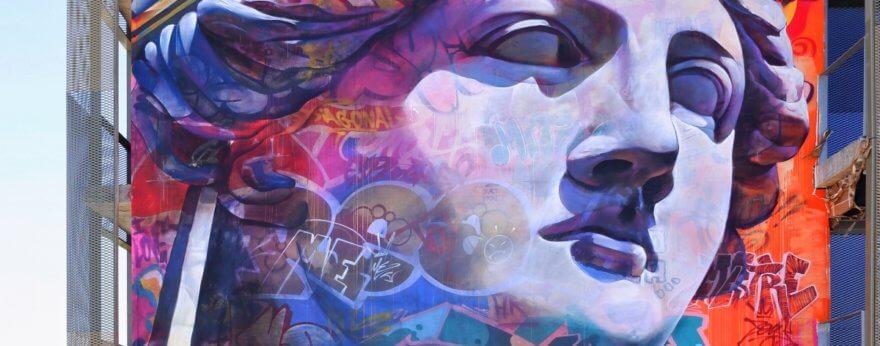 PichiAvo finalizó su mural inspirado en Palas Atenea