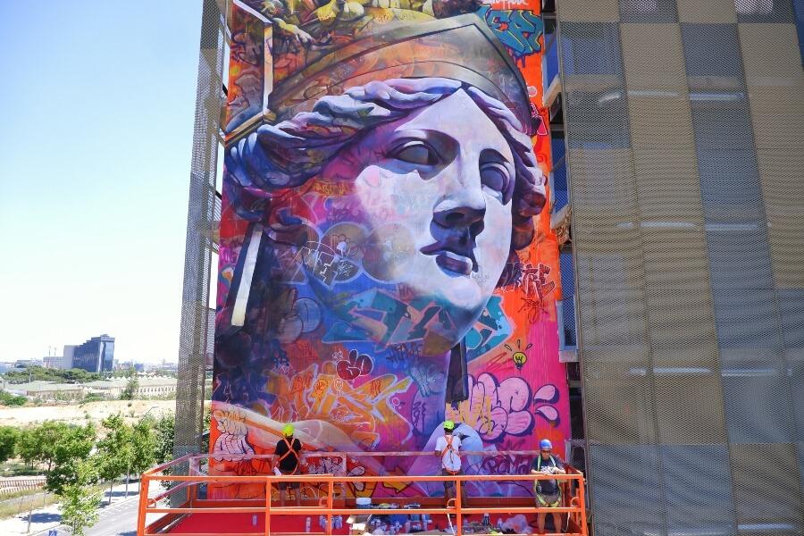 PichiAvo finaliz{o su mural en Barcelona