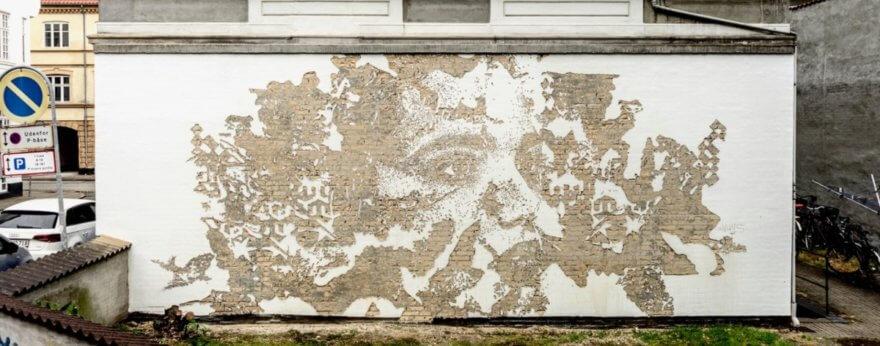 Vhils vuelve a crear arte en las calles de Dinamarca