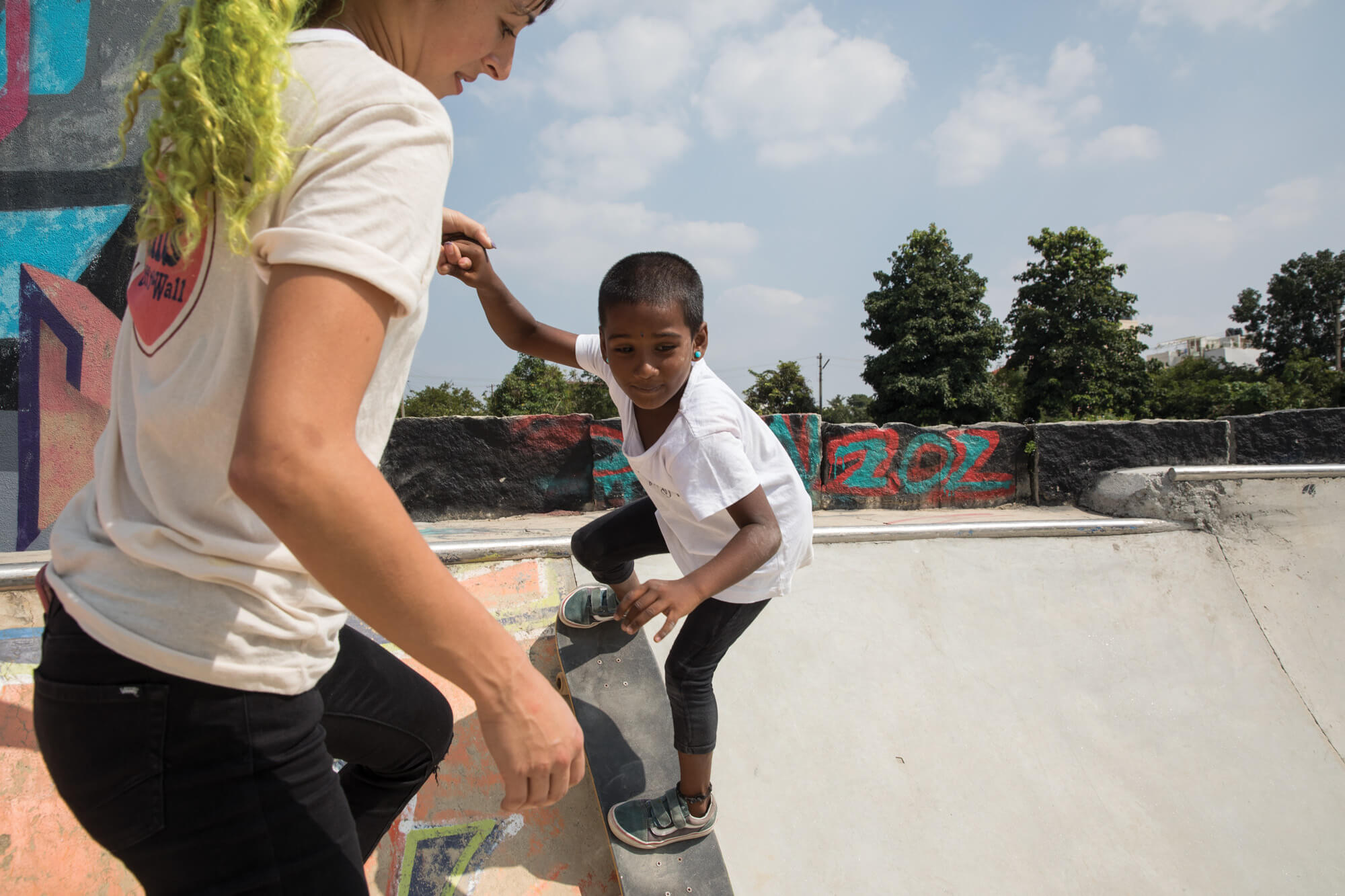 Lizzie Armanto in India with a skater girl