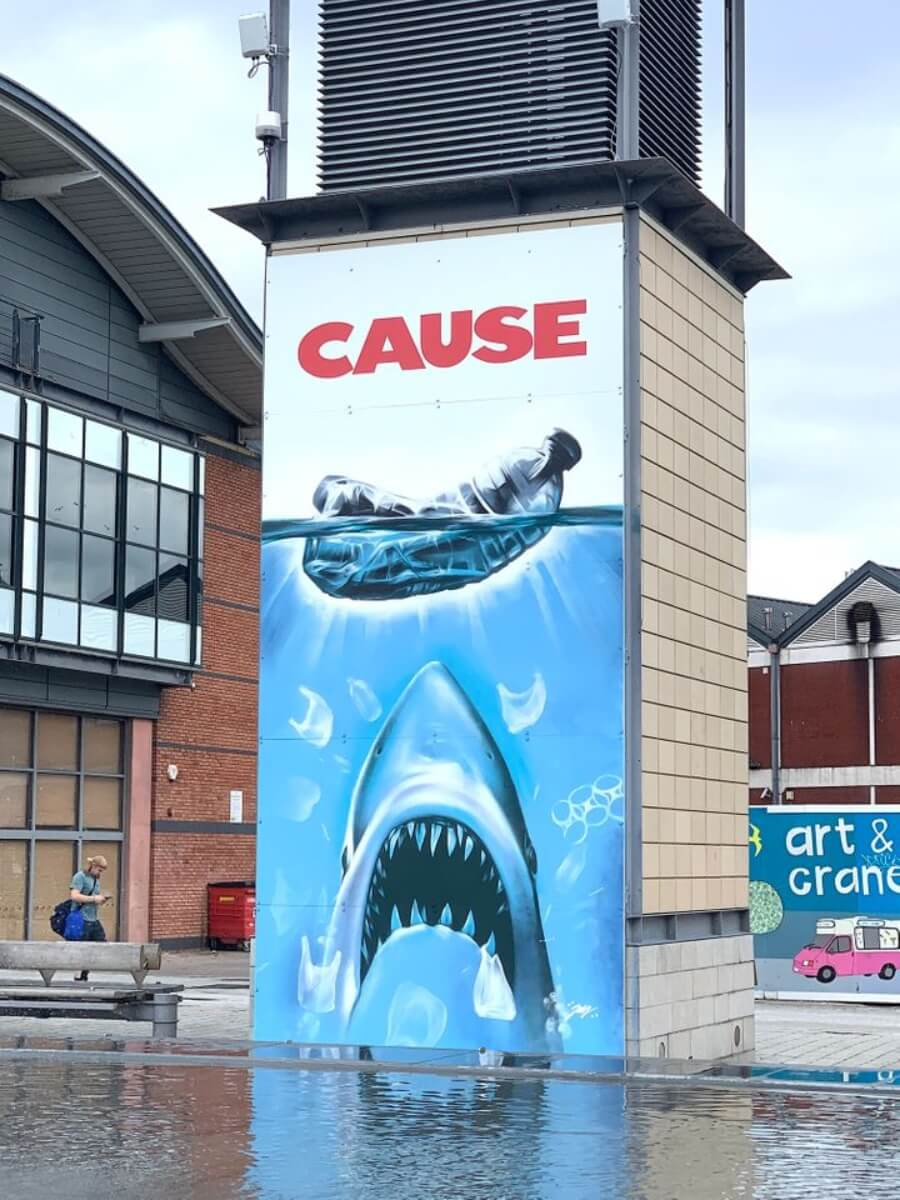 """Jody Thomas rediseña el póster de """"Jaws"""""""
