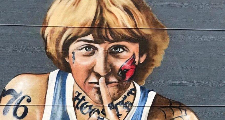 Larry Bird pide que se borren tatuajes de su mural