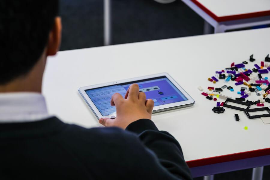 instrucciones del juego en braille y audio