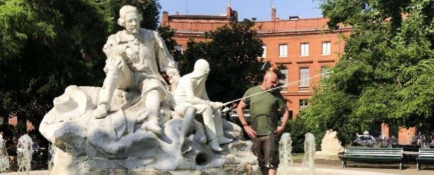 Mark Jenkins deja una serie de esculturas en Toulouse