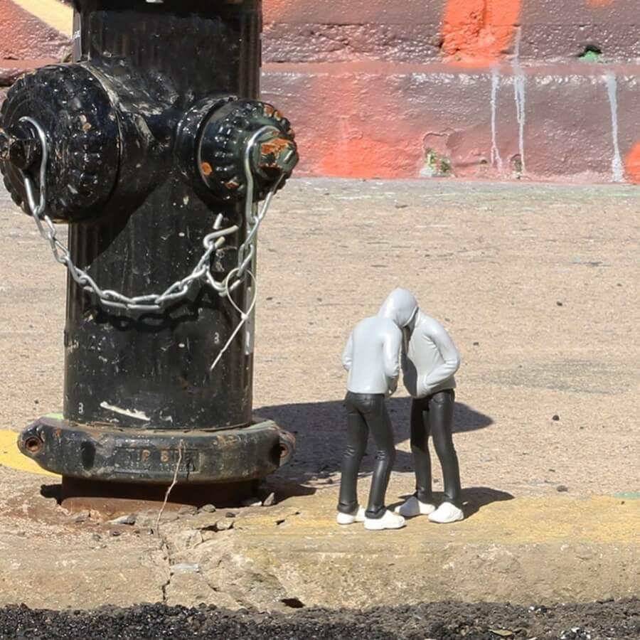 Mark Jenkins deja una serie de esculturas