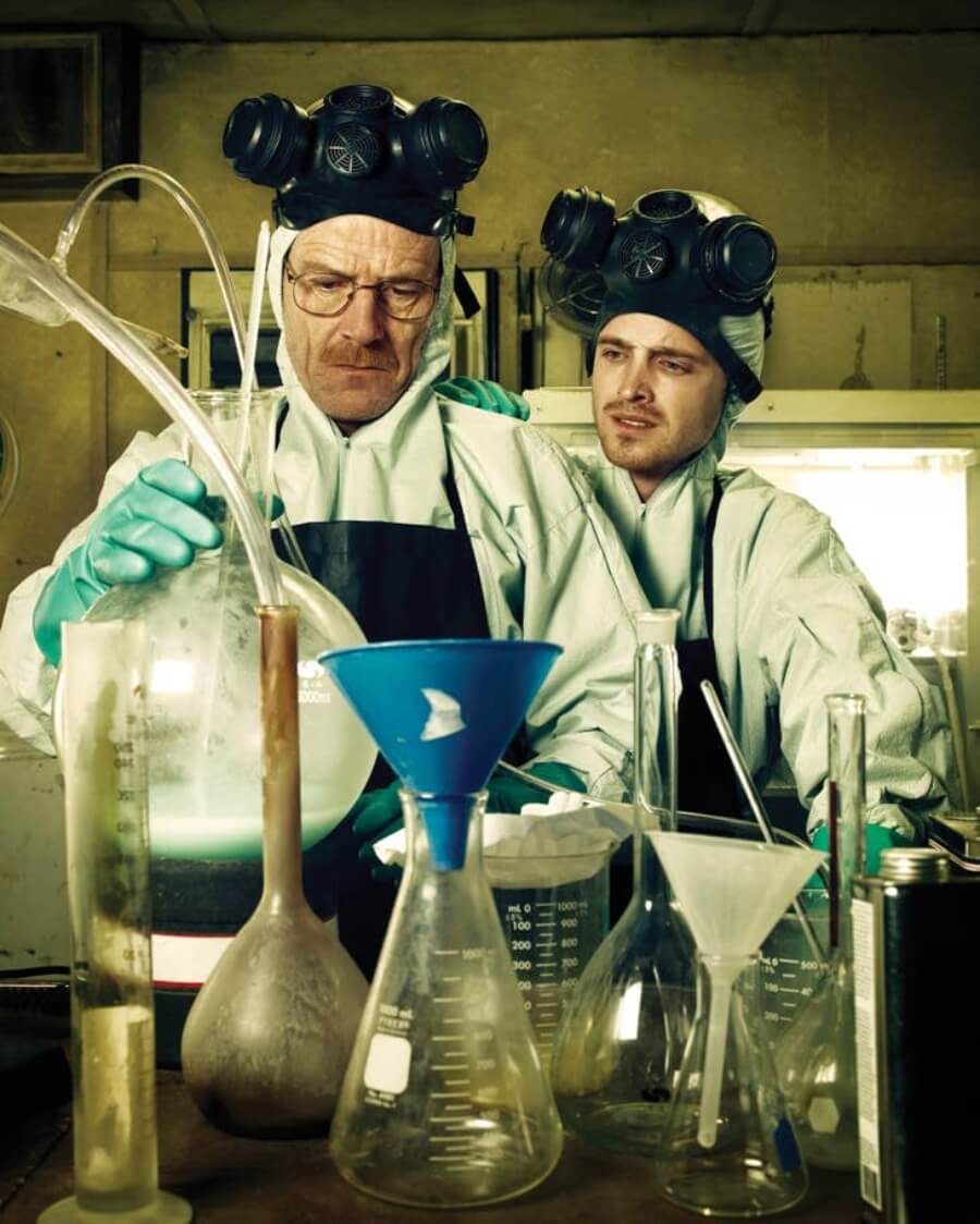 Walter Whistes y Pinkman cocinando