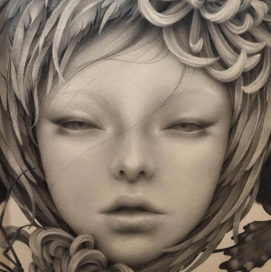 oscuridad y misticismo en los personajes de la artista