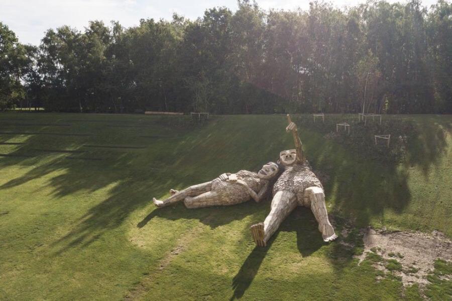 Tomas Dambo crea esculturas para Tomorrowland