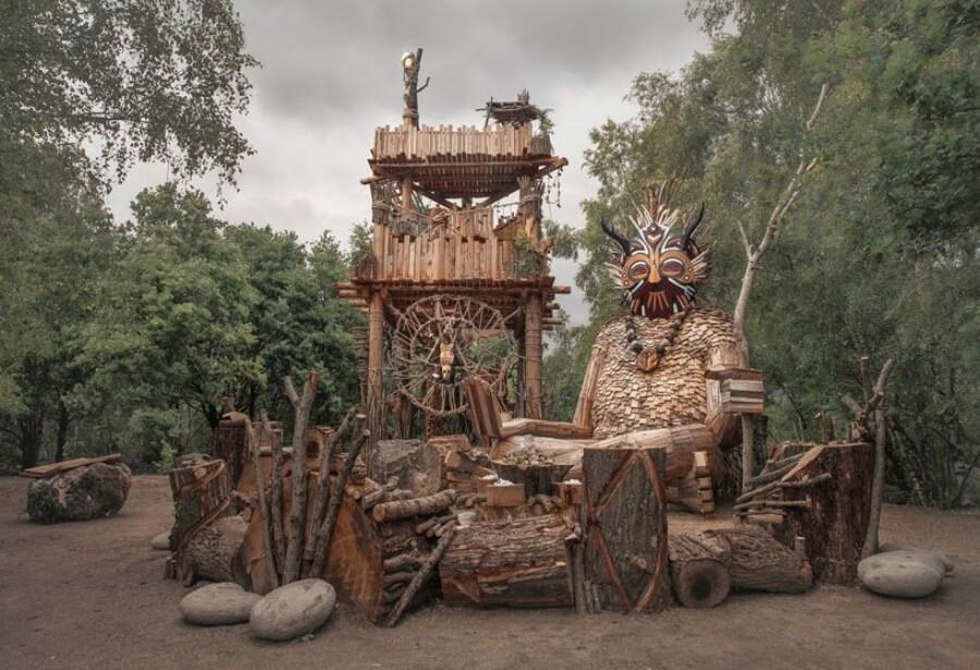 Thomas Dambo crea esculturas para Tomorrowland
