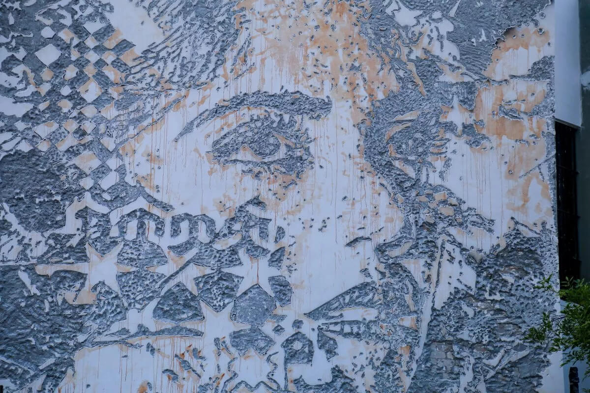 Scratching the surface, street art de Vhils en Monterrey, México
