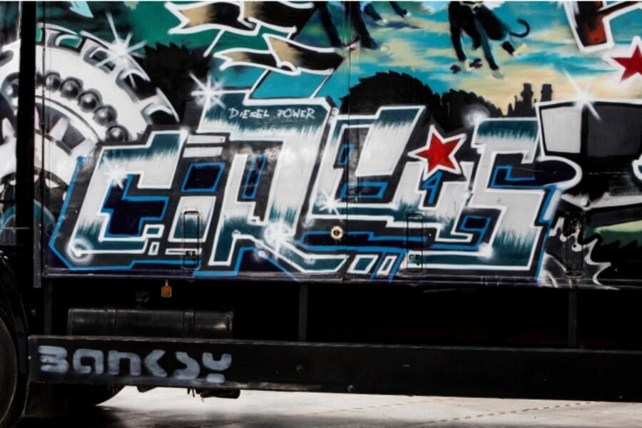 Banksy intervino camión que sera subastado
