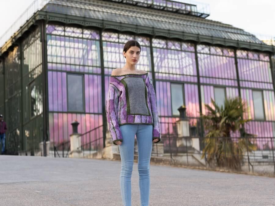 Dos artistas crean un camuflaje con tejidos