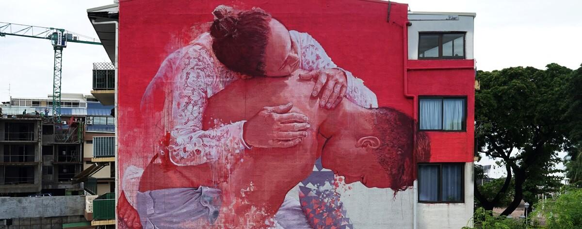Fintan Magee y sus murales de instantes imaginarios