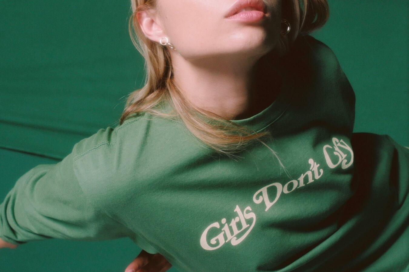 camiseta verde para la nueva colección de Girls Don't Cry