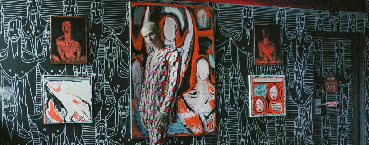 Patrick Church lanza exposición con línea de ropa