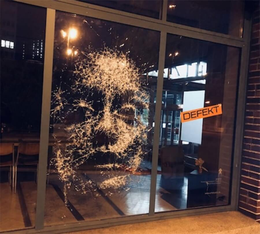 Simon Berger crea crea increíbles retratos con cristales rotos