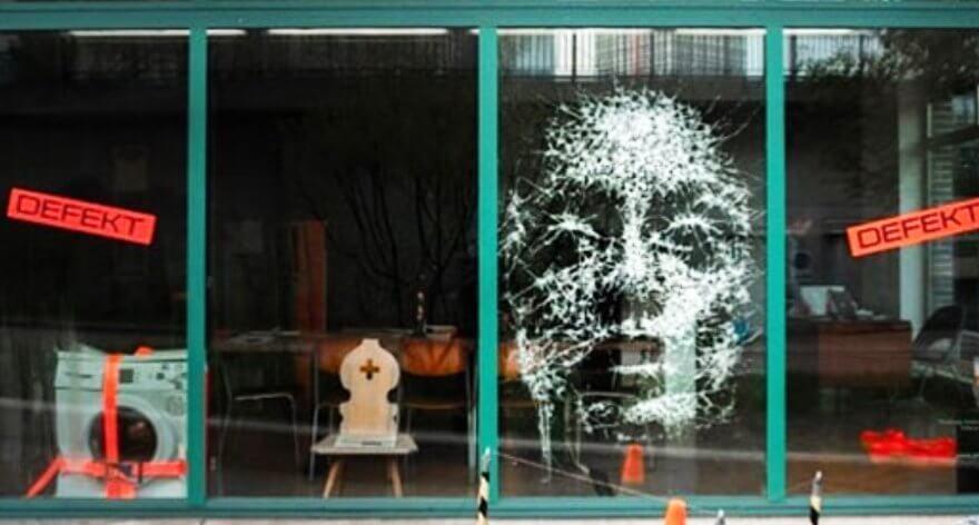 Simon Berger crea increíbles retratos con cristales rotos