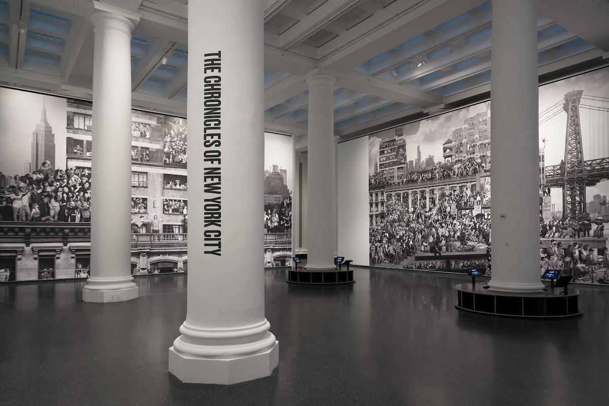 vista de la instalación de JR en el Brooklyn Museum