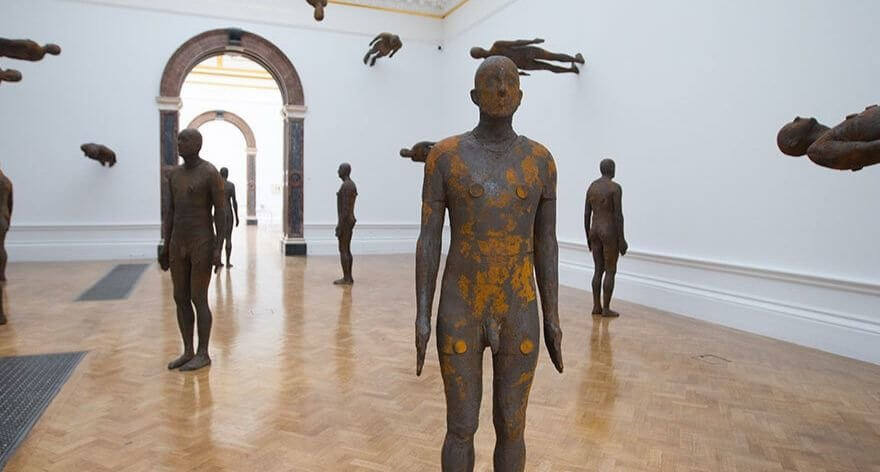 Obra de Antony Gormley en la Royal Academy of Arts
