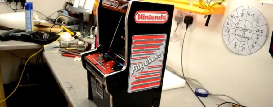 Arcade Mini de Nintendo con One Piece y Dragon Ball