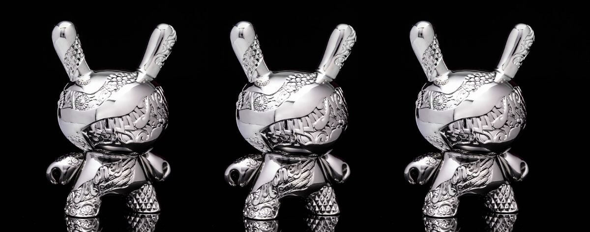 Dunny de metal, un art toy exclusivo por Tristan Eaton